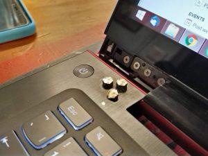 Bản lề laptop là gì? Nguyên nhân bản lề bị hỏng và cách sửa chữa