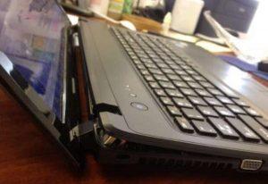 Bản lề laptop bị cứng: Nguyên nhân và cách khắc phục