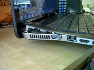 Nguyên nhân và cách sửa chữa bản lề laptop bị lỏng